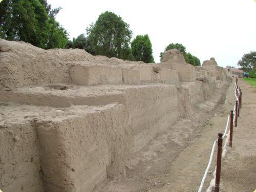 Muralla precolombina - Parque de las Leyendas
